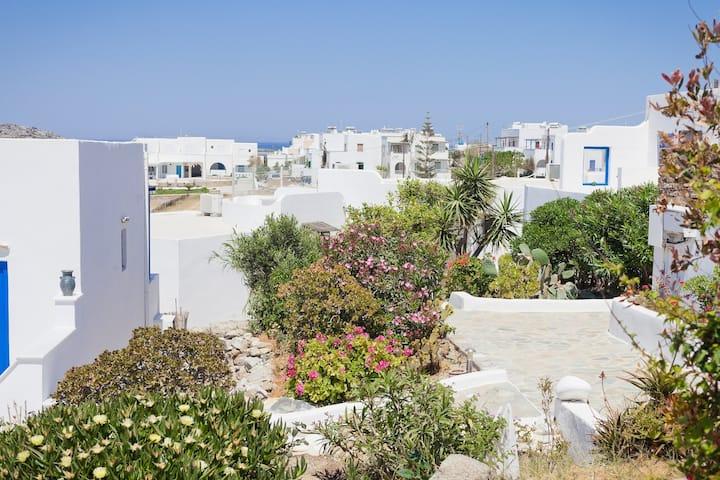 500 m hinter dem malerischen Hafen von Agia Anna