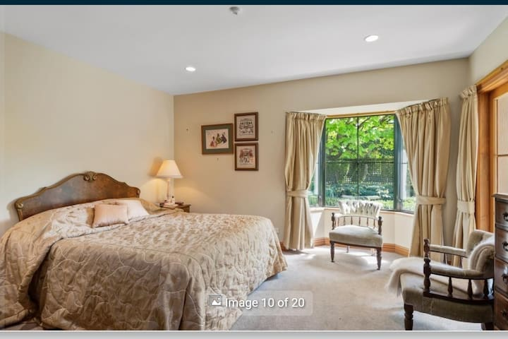 Large room with private bathroom. Private garden