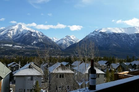 Views of the Canadian Rockies from all windows ! - Canmore - 独立屋