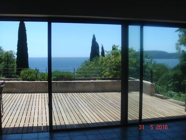 Villa d'architecte accès direct à la mer ( 200 m)