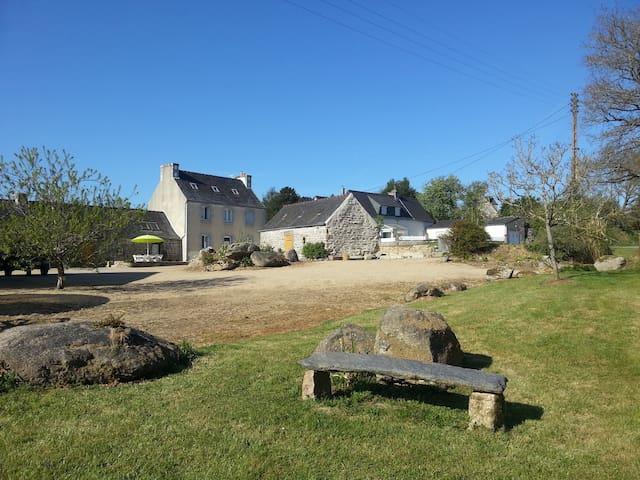 Gîte de la Vallée du Queffleuth - Le Cloître-Saint-Thégonnec - Hus