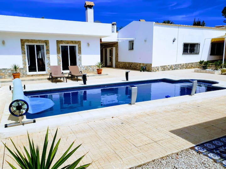 Remarkable 6-Bed Villa in Fortuna