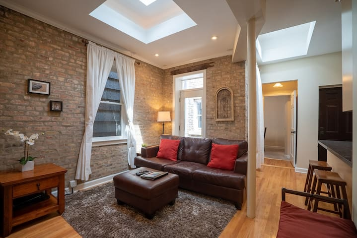 2BD/1B Old Town!   Walk to North Ave. Beach & Zoo