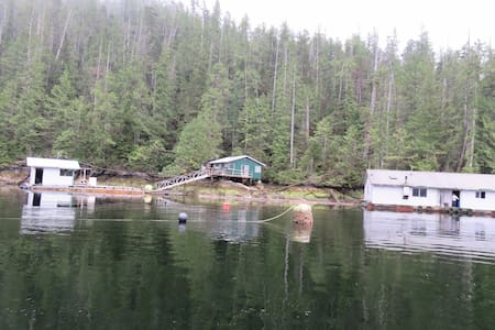Effingham Inlet Oyster Farm - boat access only - Bamfield - 小木屋