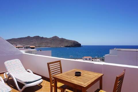Apartamento  con terraza, vistas mar, junto playa,