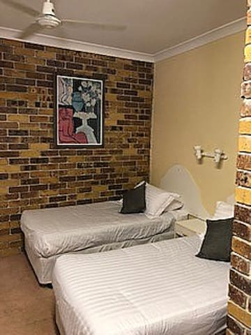Nimbin Rocks Retreat (twin single beds)