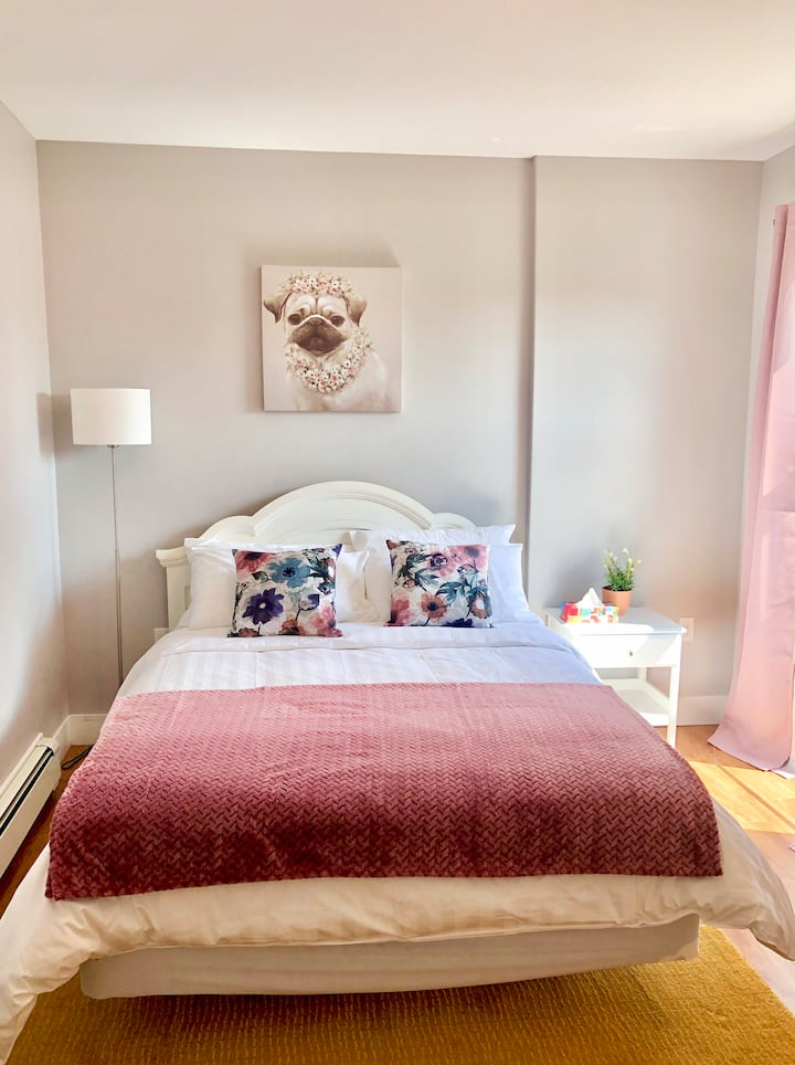 1150 Summer, a stylish room in downtown