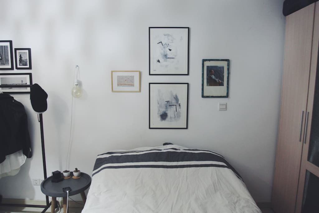Bed & Bedside Table