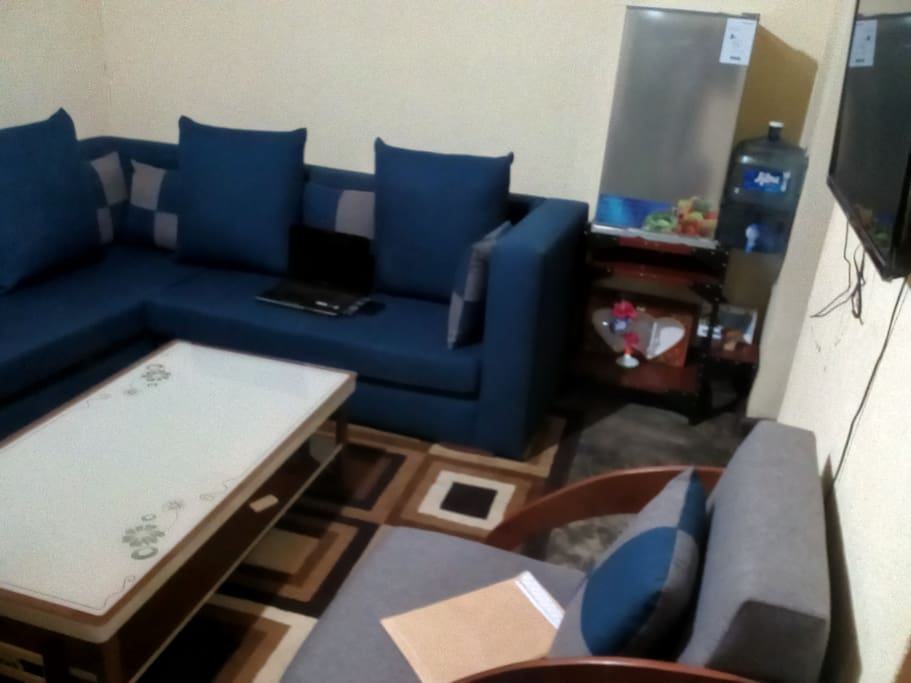COMMON ROOM WITH 32 INCH FLAT LCD TV