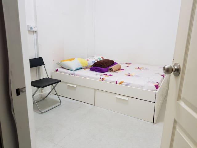 CBD: Queenbed Room2 @ Chinatown