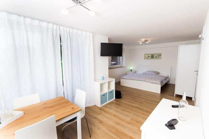2-Zimmer Appart. mit Terasse, Bad WC, Küche,Wlan - Frechen - Appartement