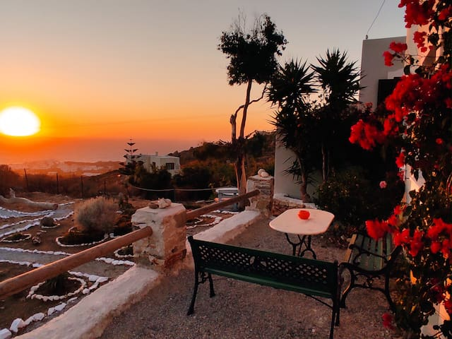 Zephyrus Sunset House. Amazing View and Privacy!