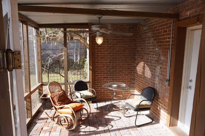 Cozy North Chattanooga apartment
