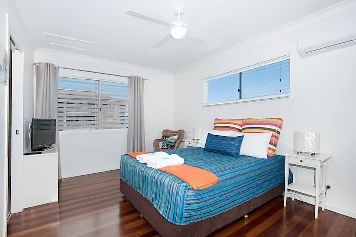 Overnight stay welcome - opp GC Airport