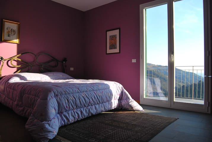 Rooms with a view - Violet Room - Perinaldo - Bed & Breakfast