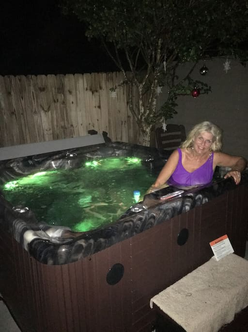Host in guest house jacuzzi - Happy holidays !