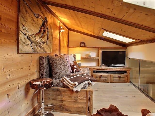 Mezzanine avec canapé transformable en lit double