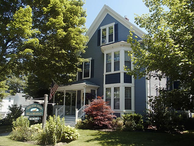 Elegant Queen Anne Victorian B & B  - Freeport - Bed & Breakfast