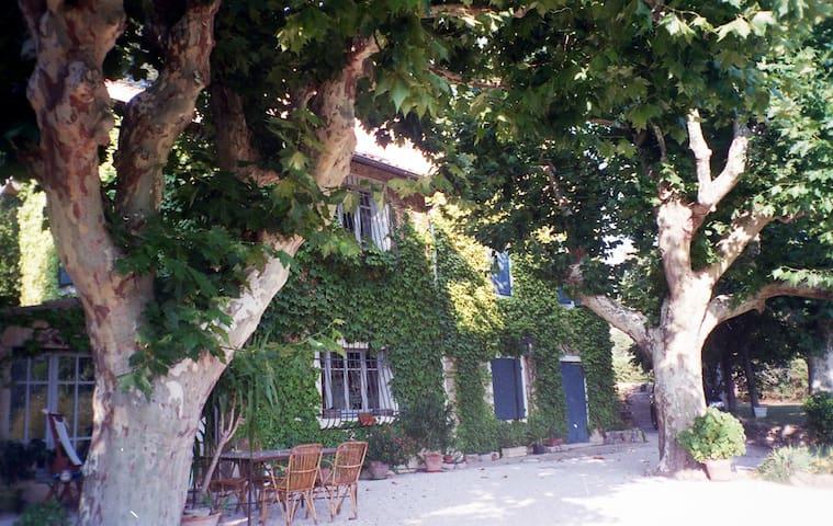 Bastide et piscine  Aix en Provence - Saint-Marc-Jaumegarde - Rumah