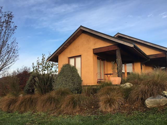 Rammed Earth Retreat house - Motueka - Ev