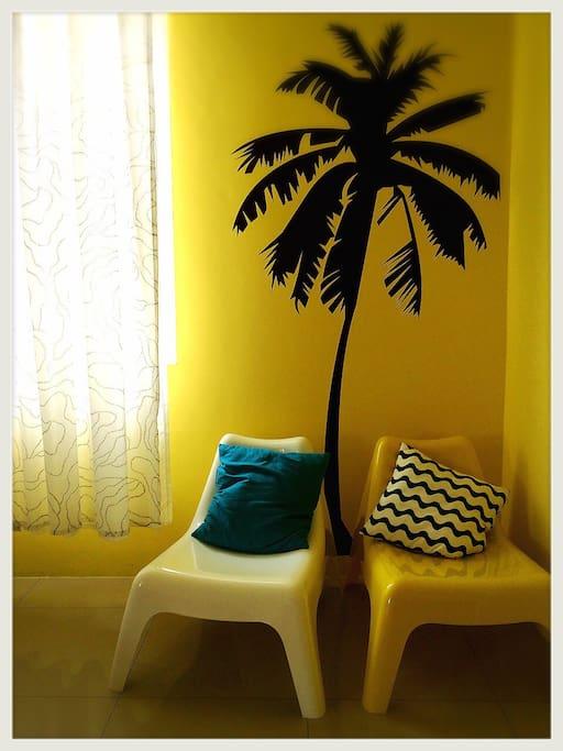 椰子樹下的躺椅讓你好好的放鬆來杯冰涼的飲料..