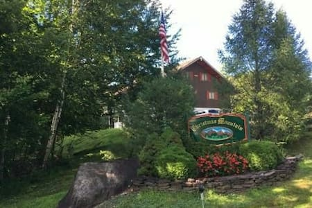 Spacious condo close to all White Mtn ski resorts - Intervale