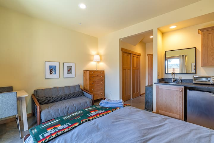 Private Guest Suite in Downtown White Salmon