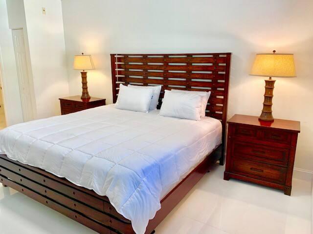 CITYPLACE 1 BEDROOM CONDO #580-103