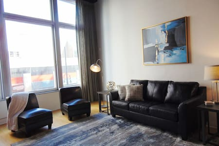 Historic loft in the ❤ of downtown Denver!!!