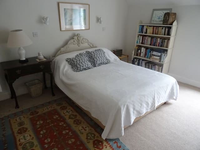 Two Cosy Cottage Double bedrooms