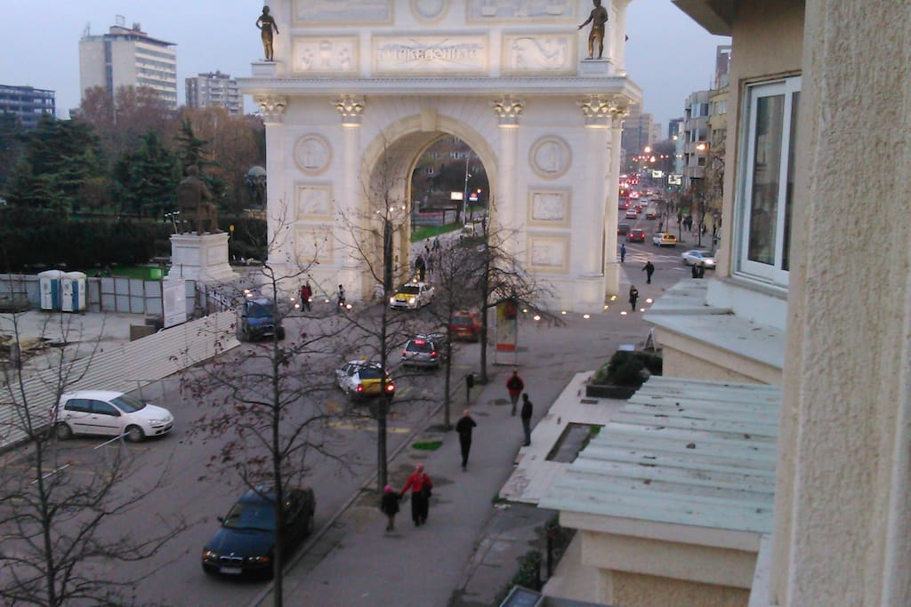 View from the balcony on the Triumphal Gate.