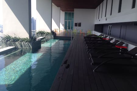 6-Star Waterfront, Free Wifi/Cable, Near Subway - Bangkok - Apartment