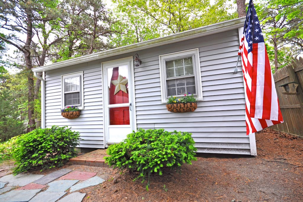 Adorable 1 Bedroom / 1 Bath tiny cottage at the end of a private cul-de-sac.