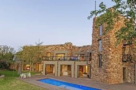 Stylish, modern but comfortable and unique - Midrand