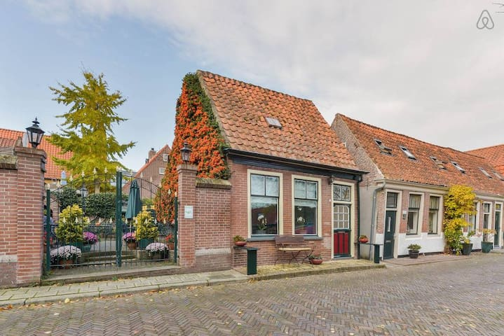 Lovely Family Home with Canal View