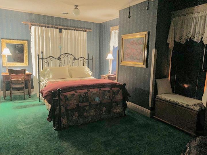 Private Suite in Victorian home w/ English Garden