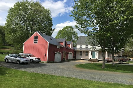 Lovely Farmstead Carriage House - Guilford - House