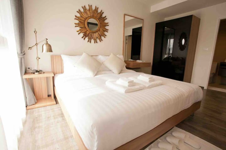 Best design King Bed Luxury  Patong condo