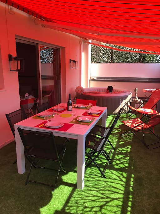 terrasse sud jacuzzi table 6 couverts