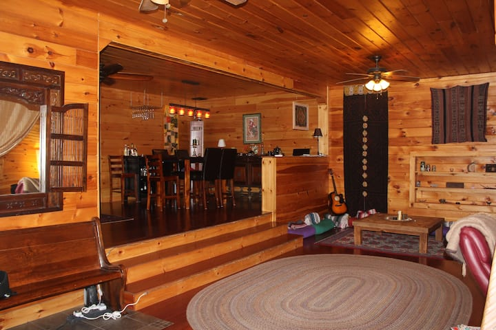 Spacious Renovated Barn Apt on 100 acres!