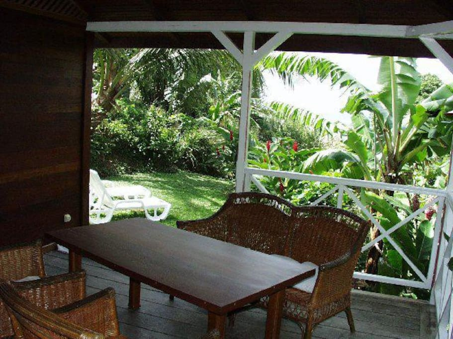 Ecolodges bungalow chalets for rent in deshaies basse for Jardin 45 m2