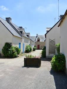 Petite maison , jardin bord de mer - Sarzeau - Hus