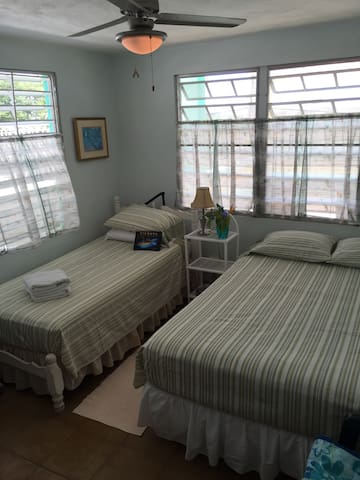 Private sunny room - Walk to Beach/BioBay - Esperanza - Casa