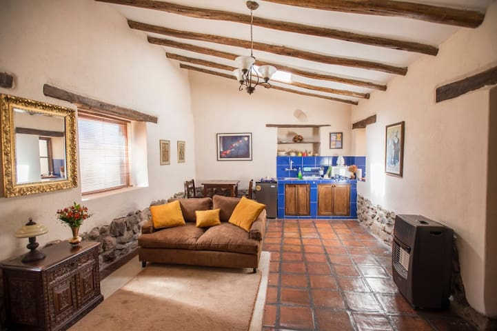 PERAYOC Cozy Blue Bungalow in Sacred Valley