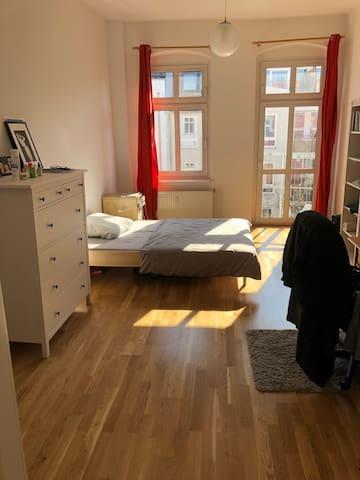 Spacious room with balcony in Friedrichshain