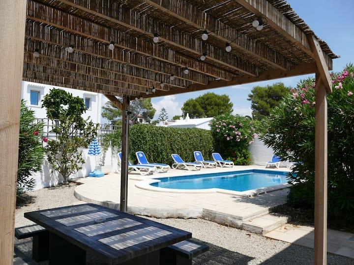 Villa near the beach,Large pool,Aircon,Good WiFi