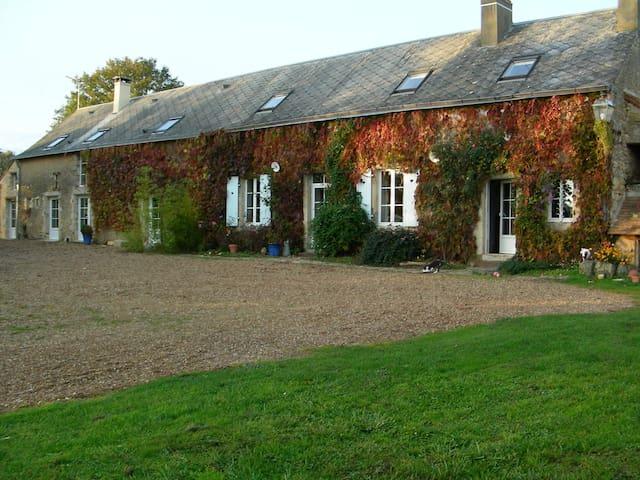 gite de charme très spacieux - Saint-Pierre-des-Bois - บ้าน