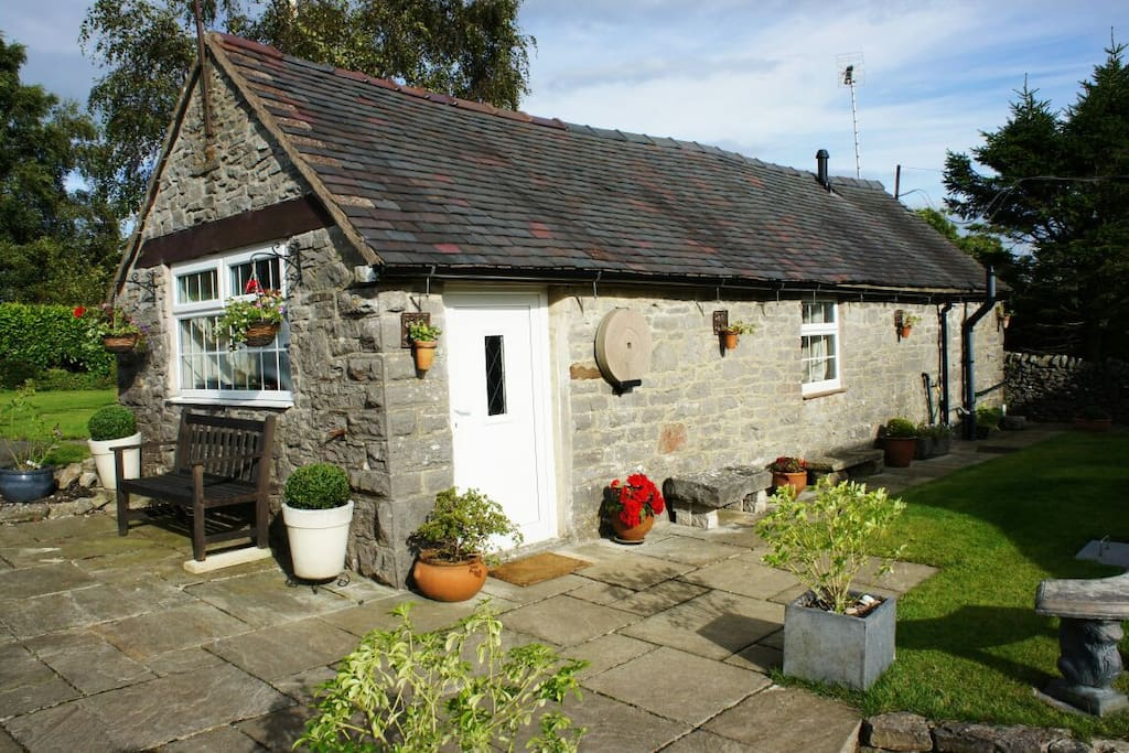 Cosy Peak District cottage for 2 with all amenities, set in gorgeous countryside.