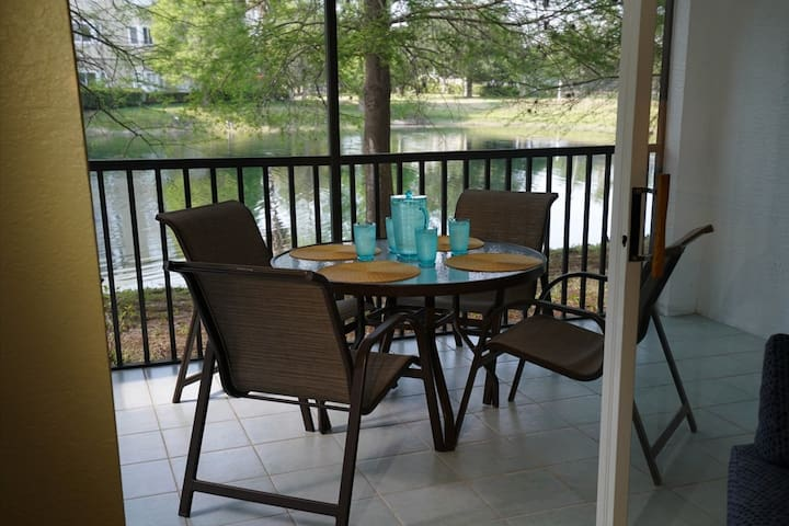 Lakefront Resort Oasis With Lots Of Amenities!