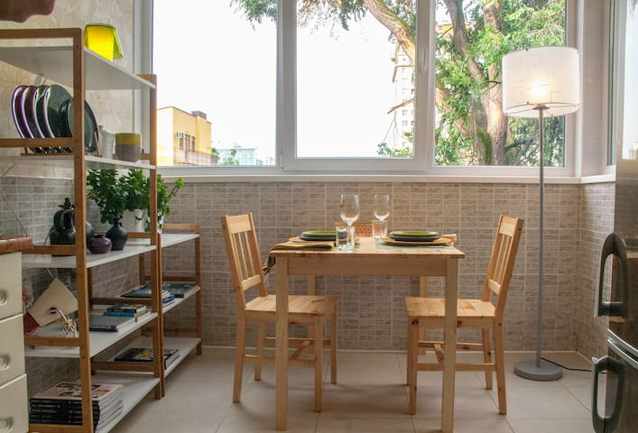 Full of light w/dining alcove. Quiet+safe+parks